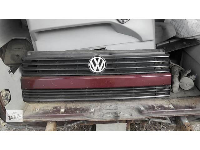 купить бу  Решётка радиатора Volkswagen Caravella Фольсваген Т4 (Транспортер, Каравелла) в Ровно