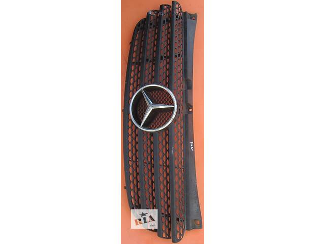 купить бу Решётка решетка бампера радиатора Mercedes Vito (Viano) Мерседес Вито (Виано) V639 (109, 111, 115) в Ровно