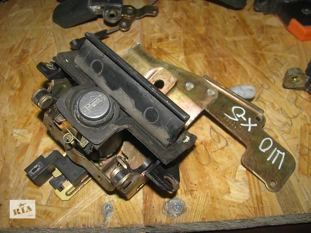 бу ручка багажника для хэтчбека Skoda Octavia 2002 1U6827565E в Львове