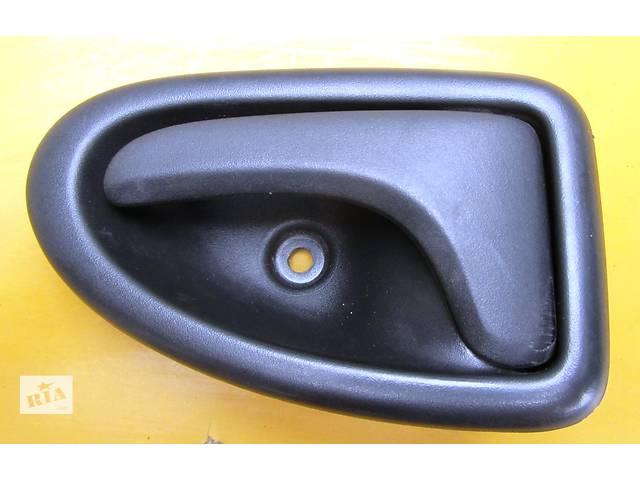 купить бу Ручка двери передней внутренняя Opel Vivaro Опель Виваро Renault Trafic Рено Трафик Nissan Primastar в Ровно