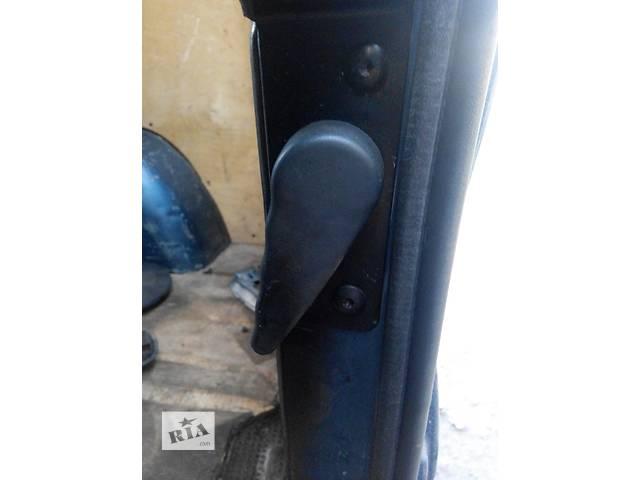 купить бу Ручка двери задней внутренняя Renault Trafic Рено Трафик Opel Vivaro Опель Виваро Nissan Primastar в Ровно