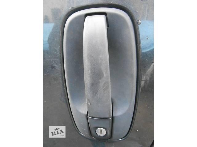 купить бу Ручка передней двери правая Opel Vivaro Опель Виваро Renault Trafic Рено Трафик Nissan Primastar в Ровно