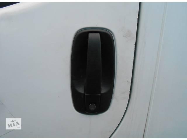 купить бу Ручка передней двери правая Renault Trafic Рено Трафик Opel Vivaro Опель Виваро Nissan Primastar в Ровно
