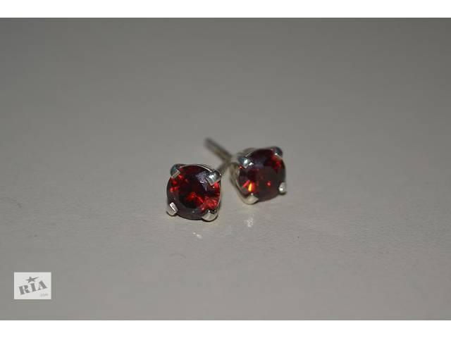 Серебряные серьги гвоздики с красными фианитами - объявление о продаже  в Маневичах