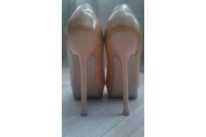 Туфлі Yves Saint Laurent