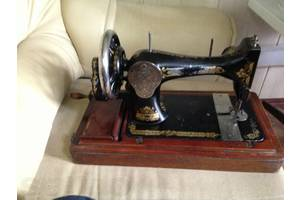 Антикварные швейные машинки
