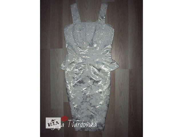 продам Шикарное платье из дорого атласа бу в Червонограде