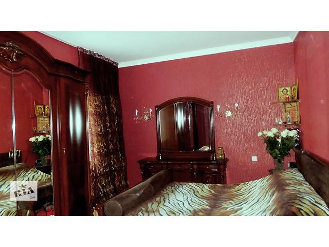 купить бу Шикарный спальный гарнитур, можно по отдельности. в Киеве