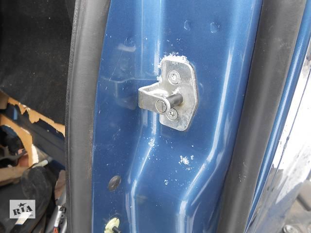 продам Скоба передний сдвижной задней двери Opel Vivaro Опель Виваро Renault Trafic Рено Трафик Nissan Primastar бу в Ровно