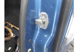 б/у Ограничители двери Opel Vivaro груз.