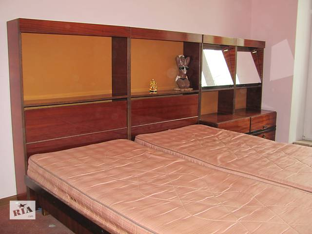 продам Кровать двуспальная  бу в Каменец-Подольском