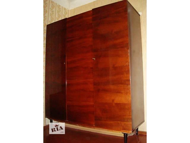 бу Срочно недорого продам шкаф платяной, полированный, трёхдверный, тёмный лак  в Киеве