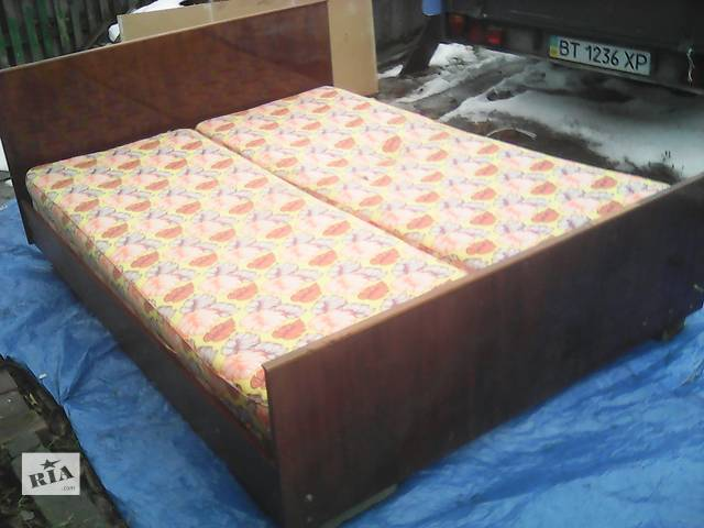 бу срочно продам двухспальную кровать с матрацами в Верхнеднепровске