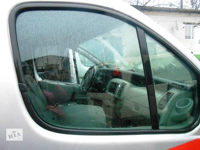купить бу  Стекло двери Скло в двери для Opel Vivaro Опель Виваро Рено Трафик 2001-2012г в Ровно