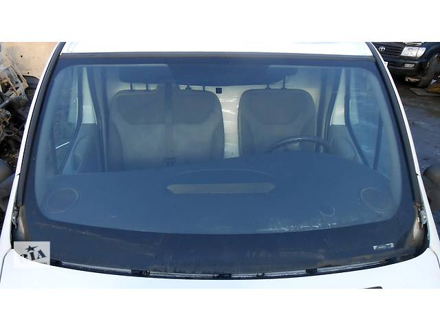 купить бу Стекло лобовое/ ветровое, стекло лобовое Renault Trafic 1.9, 2.0, 2.5 Рено Трафик (Vivaro, Виваро) 2001-2009гг в Ровно