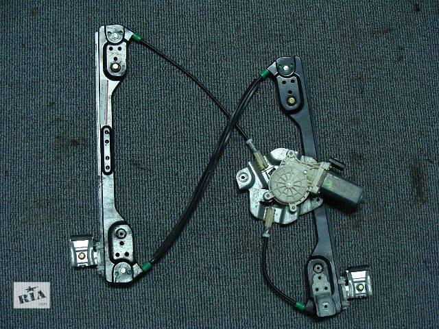 купить бу Стеклоподъемник левой передней двери для легкового авто Chrysler 300 С 2005-2010 в Киеве
