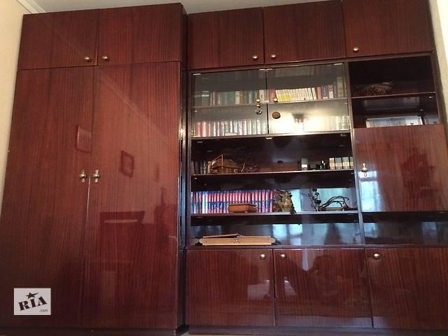 бу Стенка состоит из двух шкафов - для одежды вторая для чего. есть бар.Добротная мебель в отличном состоянии в Ивано-Франковске