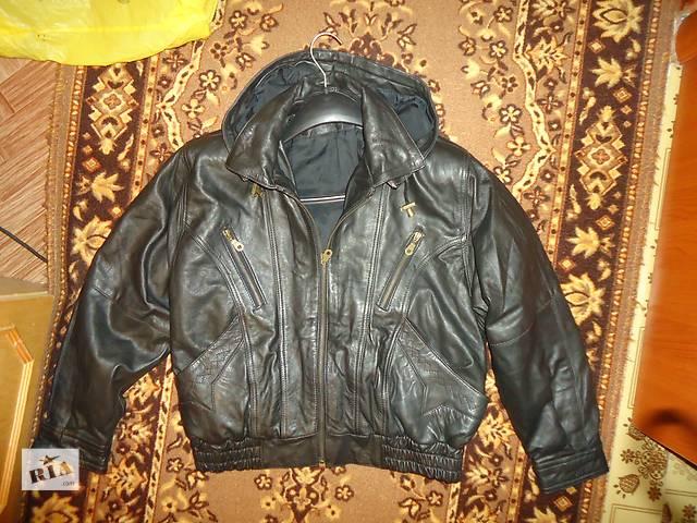 купить бу Стильная !НАТУР.мужская куртка ! Кожа! (Германия) Съемный капюшон в Шостке