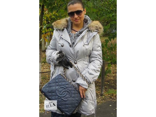 продам сумка от которой без ума.шанель кожаная.классика синяя с красной подкладкой бу в Киеве