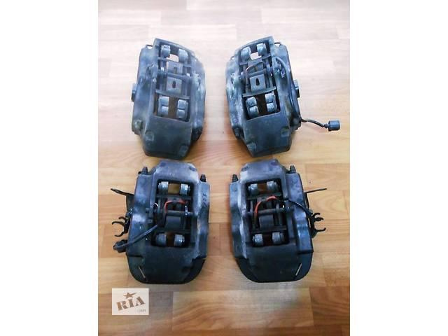 купить бу  Суппорт Супорт передний передній 7L6615123F 7L6615124F 7L6615125A 2.5 TDi Volkswagen T5 Transporter 2003 - 2010 в Ровно