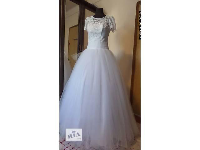 купить бу Свадебное платье 44-46 размера, пышное в Киеве