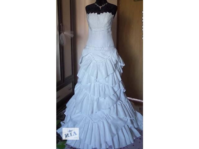бу Свадебное платье 44 размера, со шлейфом в Киеве