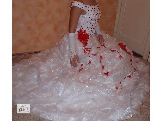 продам Свадебное Платье+Меховая накидка+перчатки! ( р.44-48) Торг! бу в Харькове