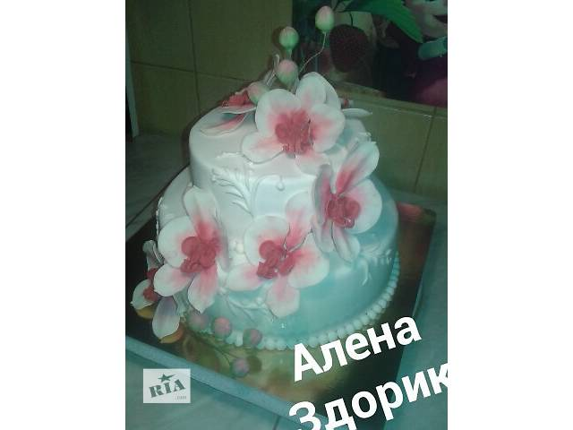 купить бу Свадебный 2-х ярусный торт с бело-красными орхидеями в Киеве