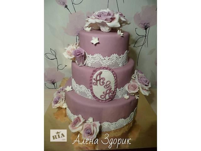 Свадебный 3-х ярусный торт  в сиренево-белых тонах с кружевами и розами - объявление о продаже  в Киеве