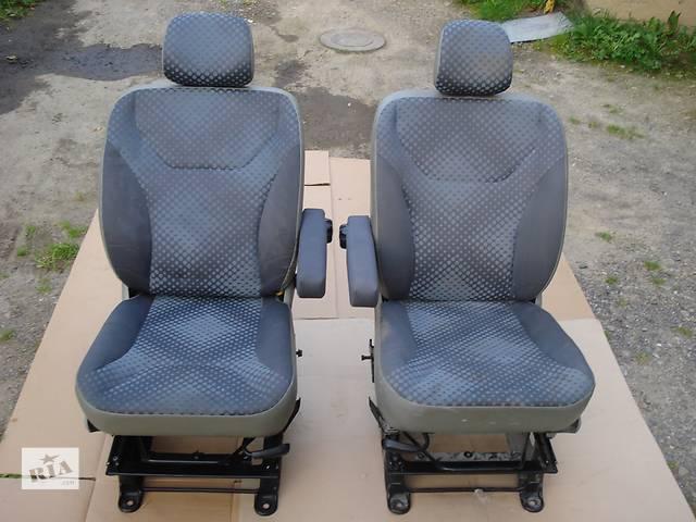 купить бу Сидіння, салон, сидения Полуторки Одиночки 1.9dci 2.0dci 2.5dci б/у Компоненты кузова Сиденье Opel Vivaro в Бориславе