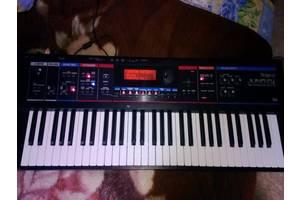 б/у Клавишные инструменты Roland