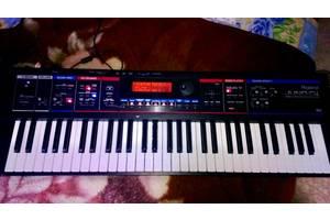 б/у Синтезатори Roland