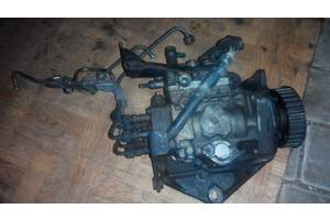 б/у Топливные насосы высокого давления/трубки/шестерни Volkswagen Caravella