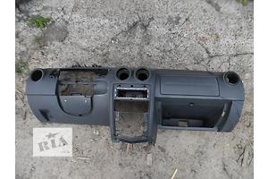 б/у Торпедо/накладка Dacia Logan