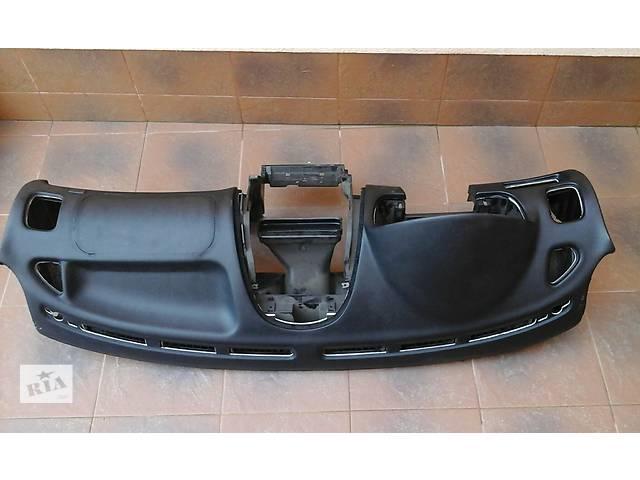 бу Торпедо/накладка для легкового авто Mitsubishi Carisma в Виннице