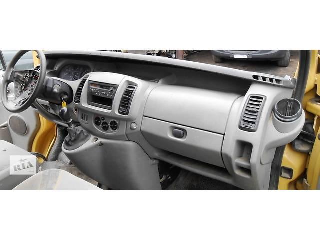 купить бу Торпедо/накладка, Комплект на английца/ англичанина Renault Trafic 1.9, 2.0, 2.5 Рено Трафик (Vivaro, Виваро) в Ровно
