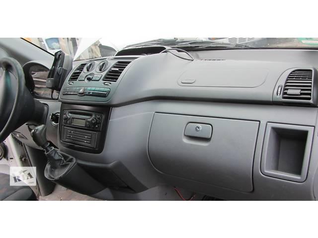 купить бу Торпедо/накладка, панель передняя Mercedes Vito (Viano) Мерседес Вито (Виано) V639 (109, 111, 115, 120) в Ровно