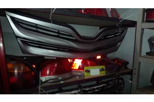 б/у Решётки радиатора Toyota Venza