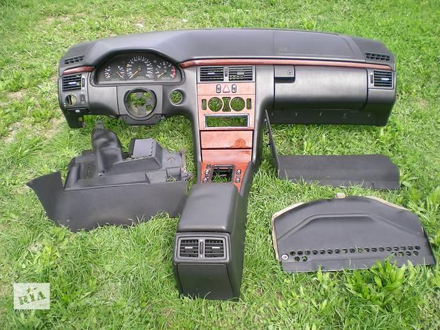 купить бу Центральная консоль Торпеда, можно по частям Mercedes E-Class W210 в Луцке