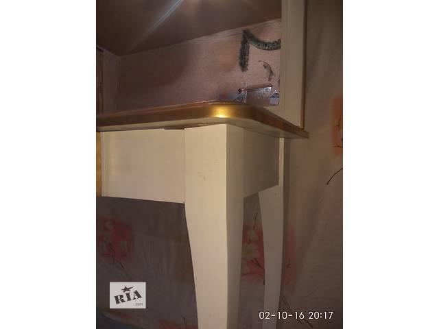 продам  Туалетный столик с рамкой зерколо. бу в Харькове