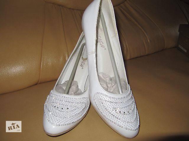 Туфли зі стразами. Виробник Угорщина- объявление о продаже  в Тернополе