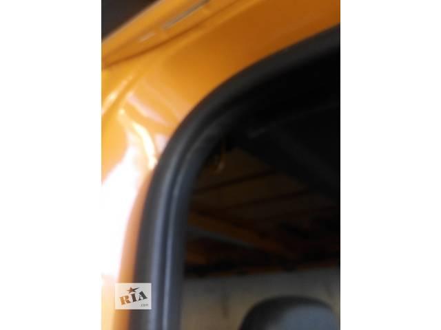 купить бу Уплотнитель двери передней, сдвижной Mercedes Sprinter 906 903 ( 2.2 3.0 CDi) 215, 313, 315, 415, 218, 318 (2000-12р) в Ровно