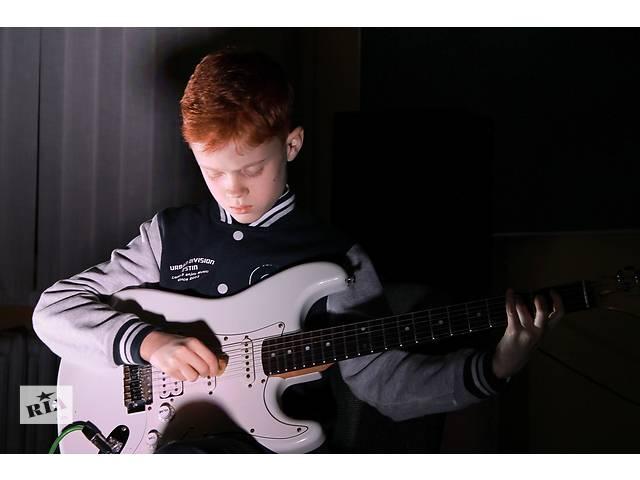 бу Уроки гитары в музыкальной школе YOLO в Львове