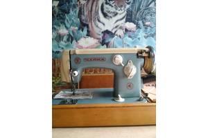 б/в Ручная швейная машинка
