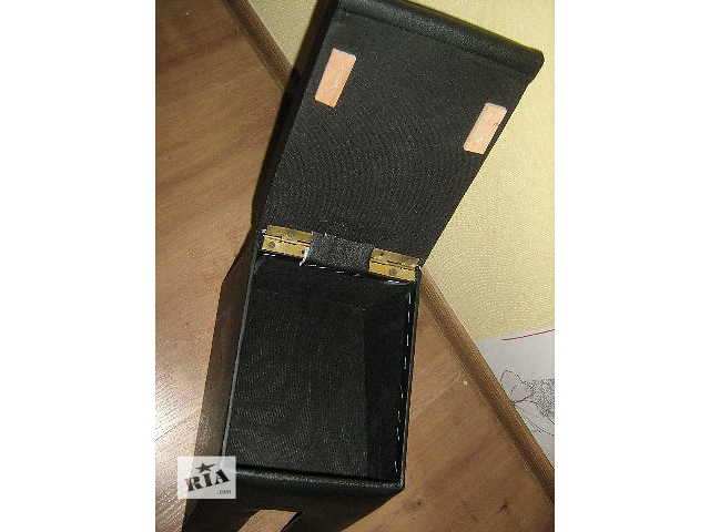 продам Ваз 2121 Нива подлокотник в нем иметься внутренний отсек для личных вещей. Подлокотник легко закрепить на место всего за бу в Кропивницком (Кировоград)