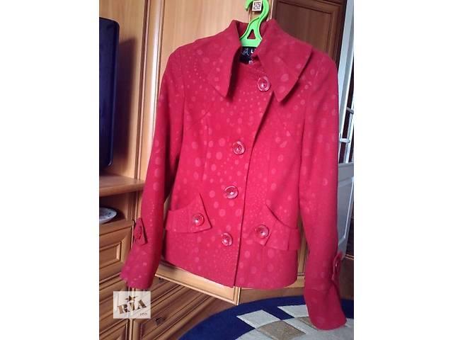 продам Верхняя женская одежда бу в Тернополе