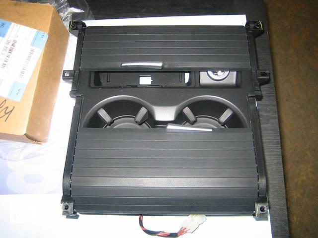 бу  Внутренние компоненты вставка в консольподстаканник  BMW X5 в Одессе