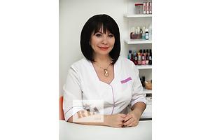 Врач косметолог