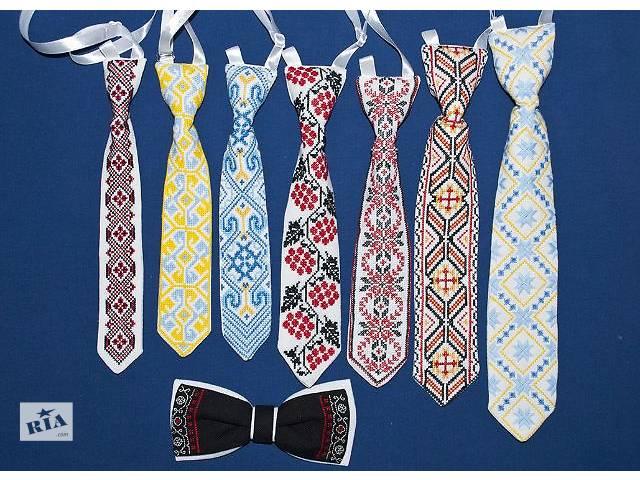 Вышитый галстук для мальчика