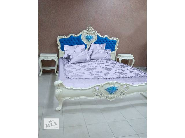 бу итальянская кровать для спальни и две тумбочки  барокко в Ужгороде